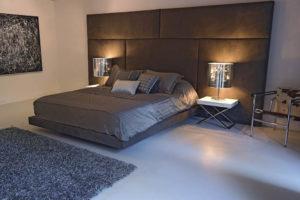 Двуспальная Кровать с плиточным изголовьем